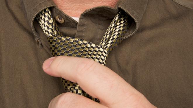 Pourquoi porter une cravate peut être dangereux pour votre santé