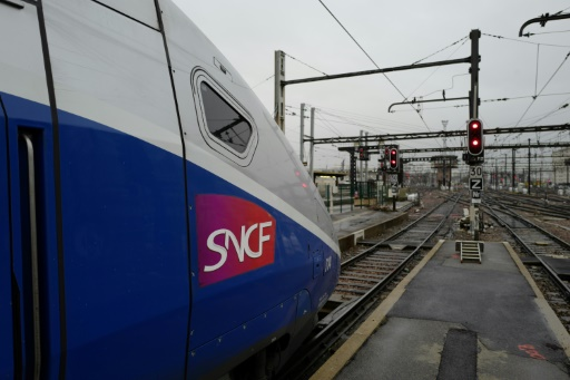 Nice: le blocage des trains par des voyageurs relance les critiques de la région Paca contre la SNCF