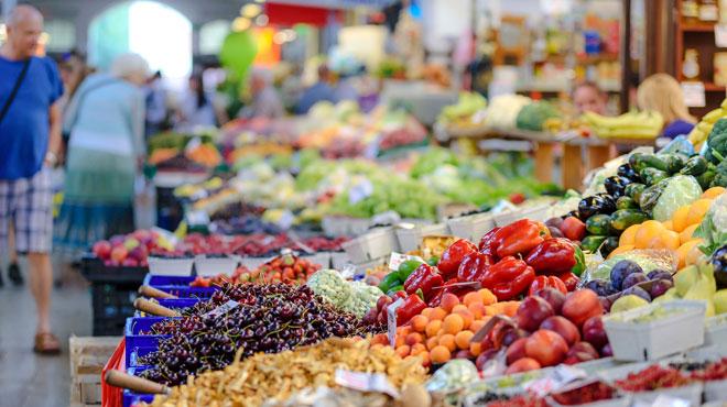 Voici les meilleurs aliments à consommer en cette période estivale: ils sont essentiels pour éviter la déshydratation