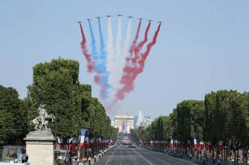 Petit couac lors du défilé: la Patrouille de France voit rouge