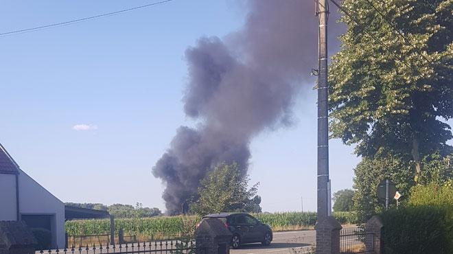 Incendie impressionnant à Enghien: une épaisse colonne de fumée visible à des kilomètres (PHOTOS)