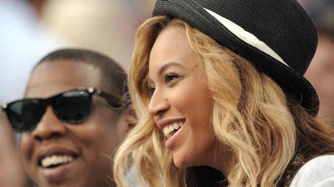 Jay-Z et Beyoncé sur scène avec le maillot des Bleus
