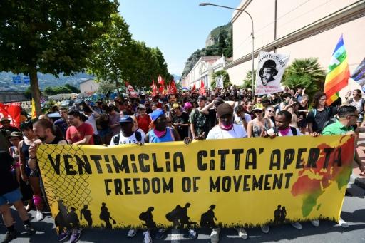 Migrants: Bruxelles appelle à des solutions