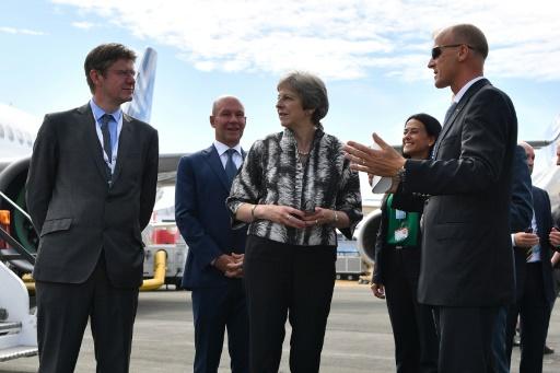 Theresa May annonce un nouvel avion de combat avec BAE et l'italien Leonardo