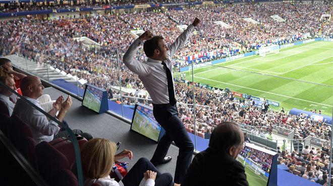 La petite histoire derrière ce cliché d'Emmanuel Macron qui a fait le tour du monde 1