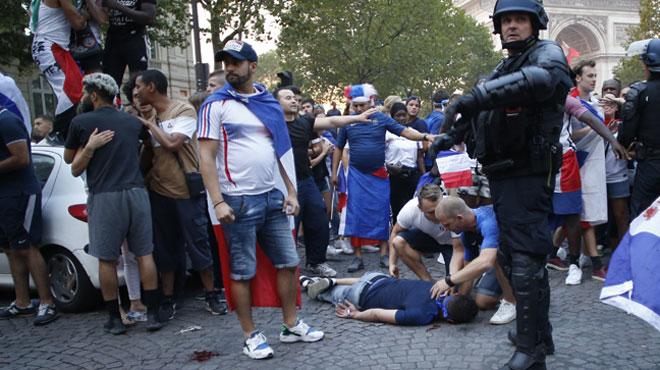 La fête pour les champions du monde dérape une nouvelle fois à Paris: 31 personnes toujours en garde à vue