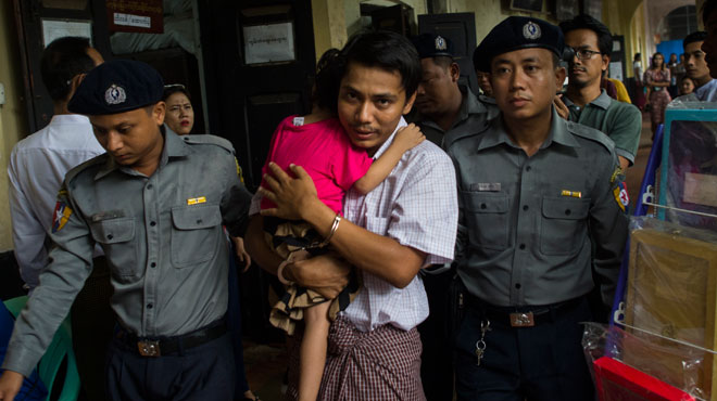 En enquêtant sur le massacre des Rohingyas, des journalistes sont arrêtés: cagoulés, privés de sommeils, ils racontent les violences