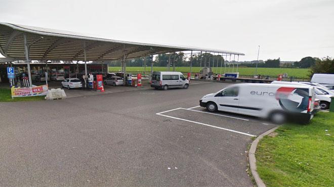 L'aire d'autoroute de Spy fermée à cause d'un champ en feu qui menaçait les pompes à essence
