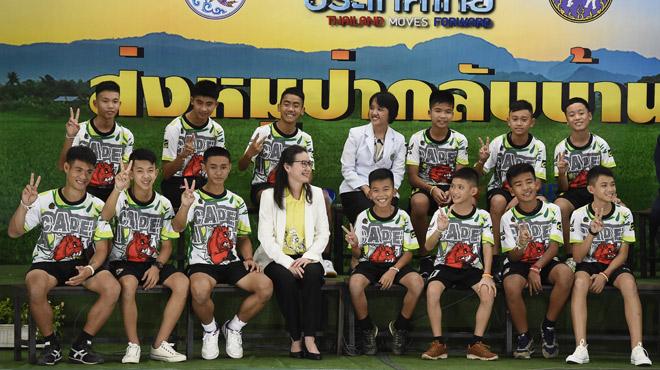 Les enfants rescapés de la grotte en Thaïlande témoignent: