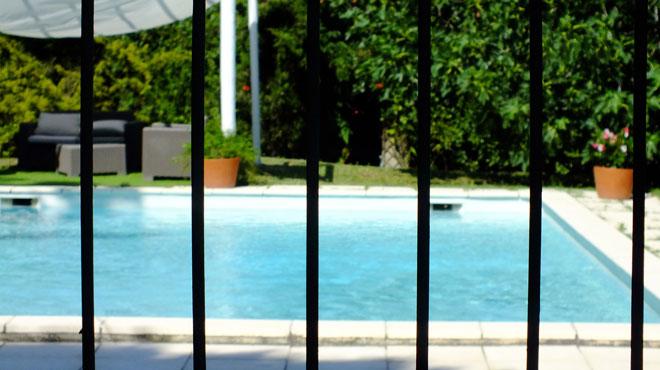 Un enfant belge de 7 ans dans un état critique après un accident dans une piscine au Portugal
