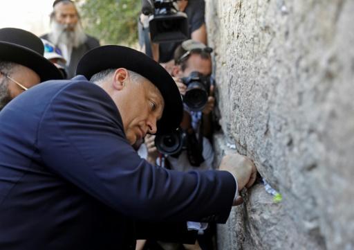 Israël: Orban termine son séjour par une visite au Mur des Lamentations