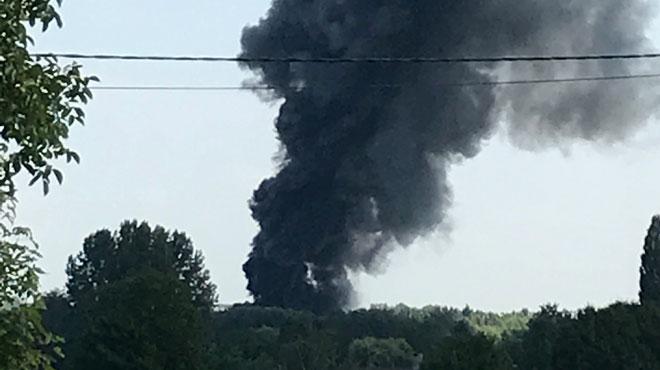 Ghislenghien: un impressionnant incendie se déclare dans une entreprise de recyclage automobile (photos)