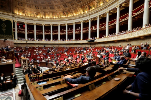 Le gouvernement suspend l'examen de la révision constitutionnelle jusqu'à nouvel ordre