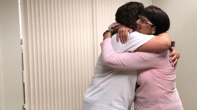 Après une transplantation du cœur, elle rencontre la mère de la donneuse et lui fait écouter les battements