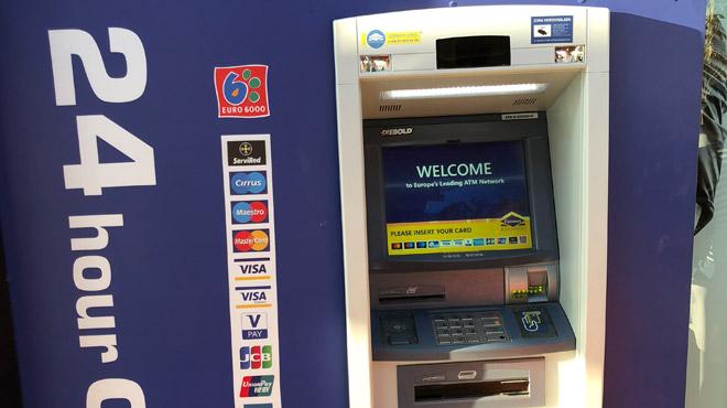 Désagréable surprise pour un Belge à un distributeur de billets en Espagne: