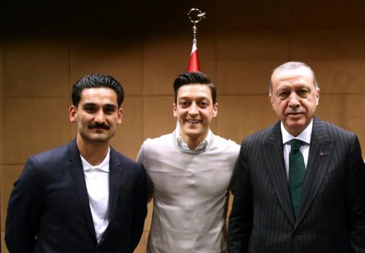 Le président turc Erdogan dit avoir appelé Özil et salue son retrait de la sélection allemande