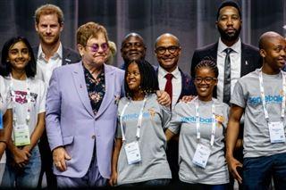Elton John dénonce les discriminations homophobes en Russie et en Europe de l'Est