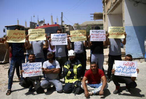 Des Casques blancs bloqués dans le sud syrien demandent d'être évacués