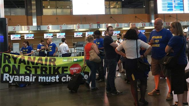 Grève chez Ryanair pendant deux jours: une employée dénonce les menaces liées aux ventes à bord des avions