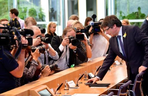 Le Catalan Puigdemont promet de continuer depuis Bruxelles le combat séparatiste
