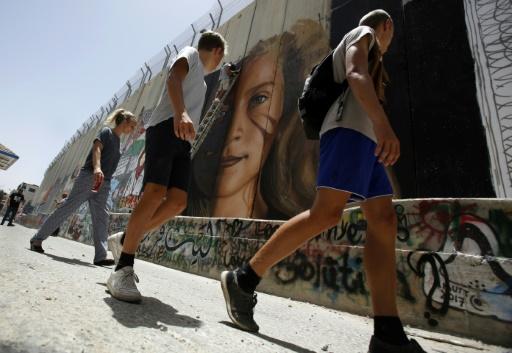 Peinture géante à la gloire d'une icône de la lutte contre l'occupation israélienne