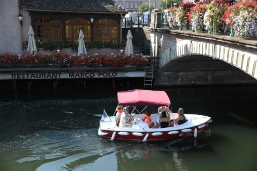 Tourisme: des bateaux électriques sans permis pour découvrir Strasbourg