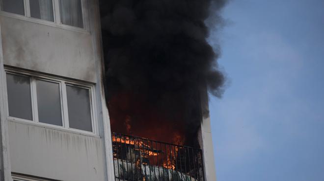 Drame en France: une femme et trois enfants décèdent dans l'incendie d'une tour de 18 étages