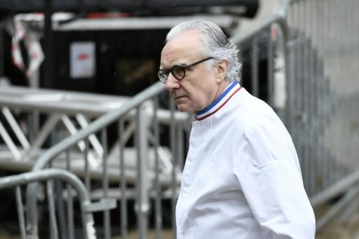 Ducasse veut faire suspendre l'appel d'offres pour les restaurants de la tour Eiffel