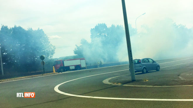Un véhicule de pompiers prend feu à Florennes: l'incendie s'est propagé à un champ
