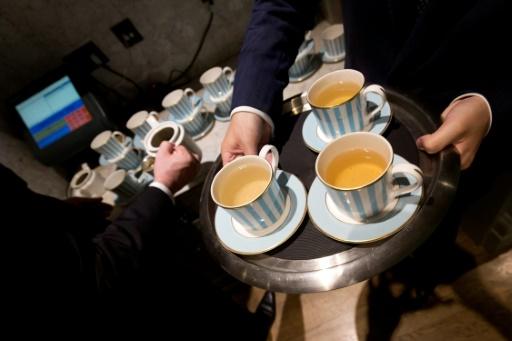 Débat britannique clos: le lait versé après l'eau sur le thé
