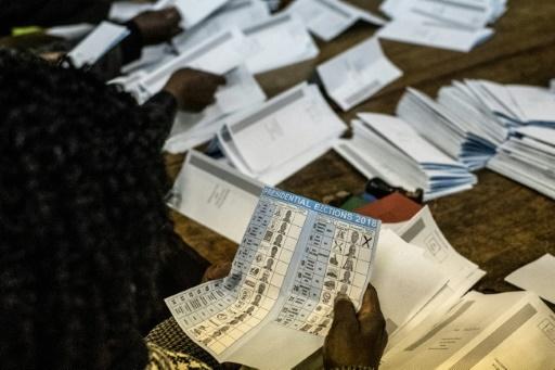 Zimbabwe: le parti au pouvoir décroche la majorité absolue des sièges à l'Assemblée nationale