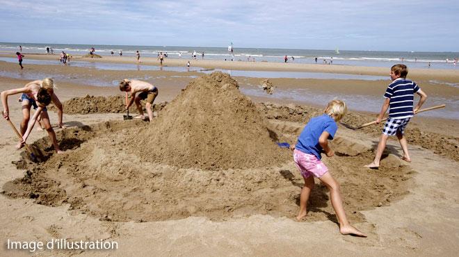 France: à 20 ans, il décède après avoir été enseveli sous le sable sur une plage