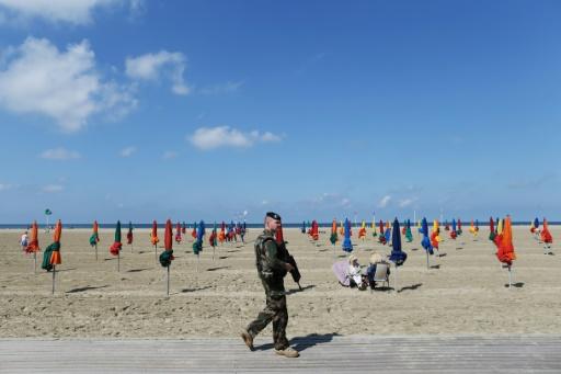 À Hyères, Florence Parly salue la mission Sentinelle, redéployée vers les zones touristiques l'été