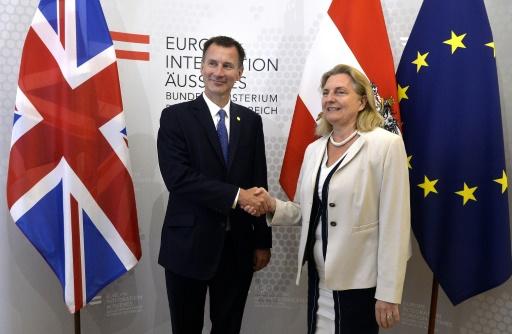 Brexit: Londres brandit les dangers d'une absence d'accord