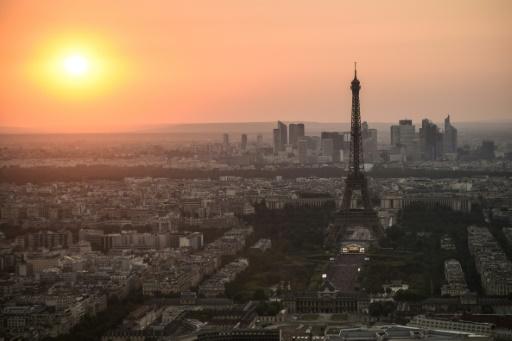 En pleine saison touristique, la Tour Eiffel fermée en raison d'un conflit social