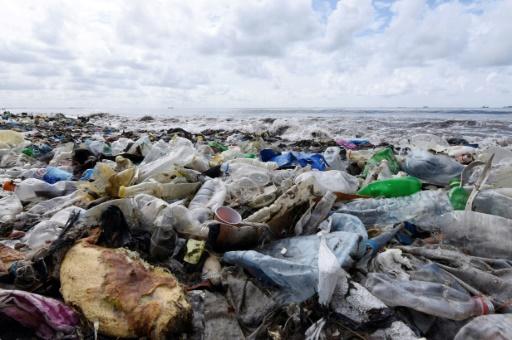 En se dégradant le plastique libère des gaz à effet de serre