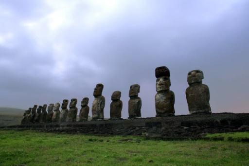 Le Chili limite l'accès à l'île de Pâques menacée par la surfréquentation touristique