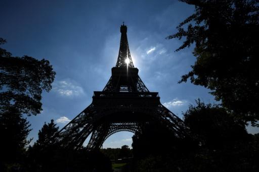 La tour Eiffel rouverte aux touristes après une grève