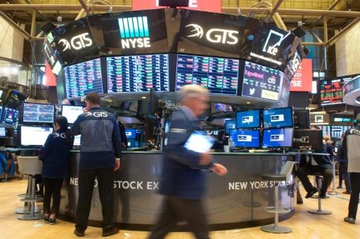 Wall Street, profitant d'une hausse timide des salaires, finit en hausse