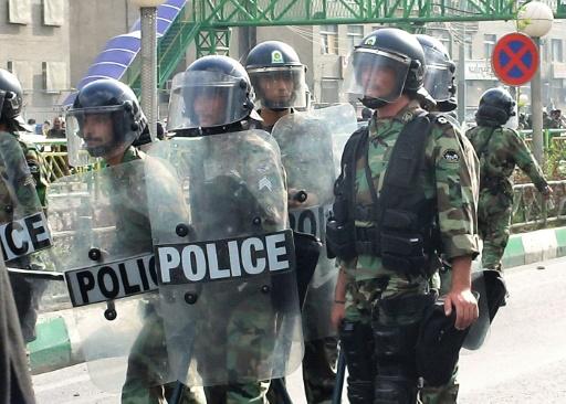 Iran: des manifestants attaquent une école religieuse