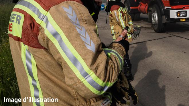 Un camion de pompiers se retourne à Yvoir