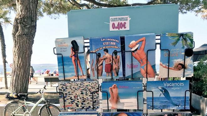Les cartes postales de fesses nues vont-elles disparaître en France?