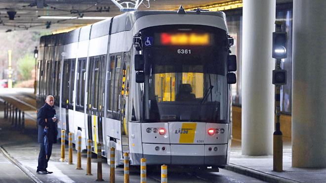 Un tram déraille partiellement à Anvers: un blessé grave