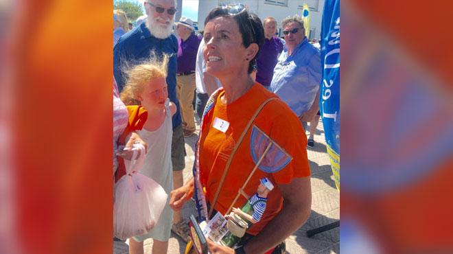 Katty est devenue la championne du monde de... décorticage de crevettes (vidéo)