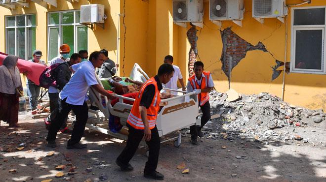 Le bilan du dernier séisme en Indonésie ne cesse de s'alourdir: les secours tentent désespérément de retrouver des survivants
