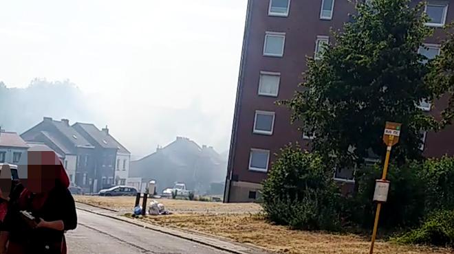 Le terril Saint-Charles en feu à Marchienne-au-Pont: les riverains confinés chez eux, l'hélico de la police fédérale appelé en renfort