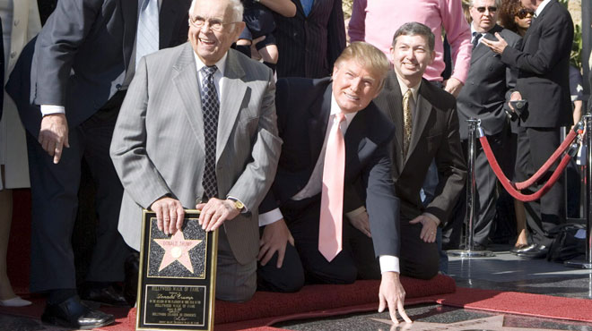 Donald Trump va-t-il perdre son étoile sur le Walk of Fame? Hollywood demande son retrait