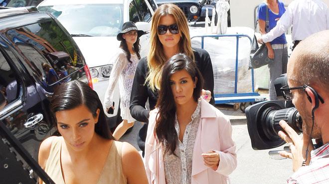 Kourtney Kardashian célibataire: ses sœurs s'en prennent à son ex, Younes Bendjima