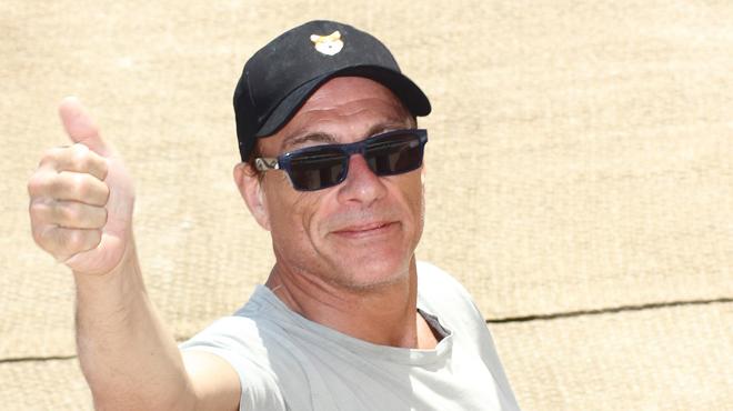 Jean Claude Van Damme Avec Son Chihuahua: Jean-Claude Van Damme Aura Très Bientôt Son étoile Sur Le