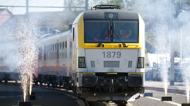 Un camion heurte un pont à Forest: la circulation des trains est perturbée